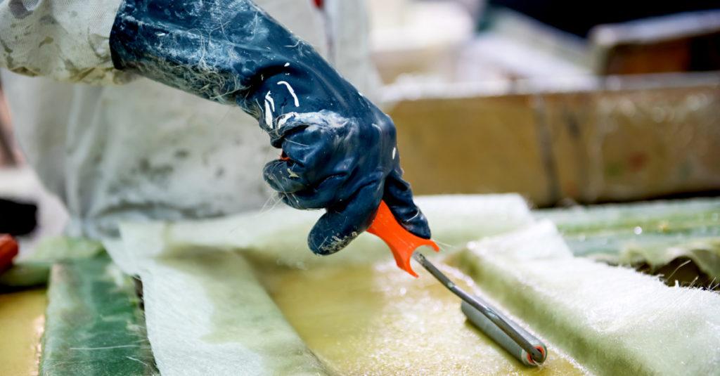 Tuotantotyöntekijä lasikuituala Hyvinkää muotti kuva (1)